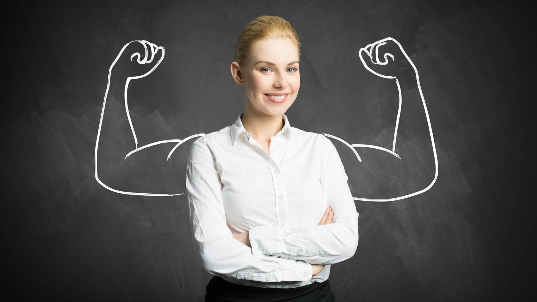 Junge erfolgreiche, weibliche Führungskraft, die Coachingskills hat. Coaching und Leadership für Spitzenteams