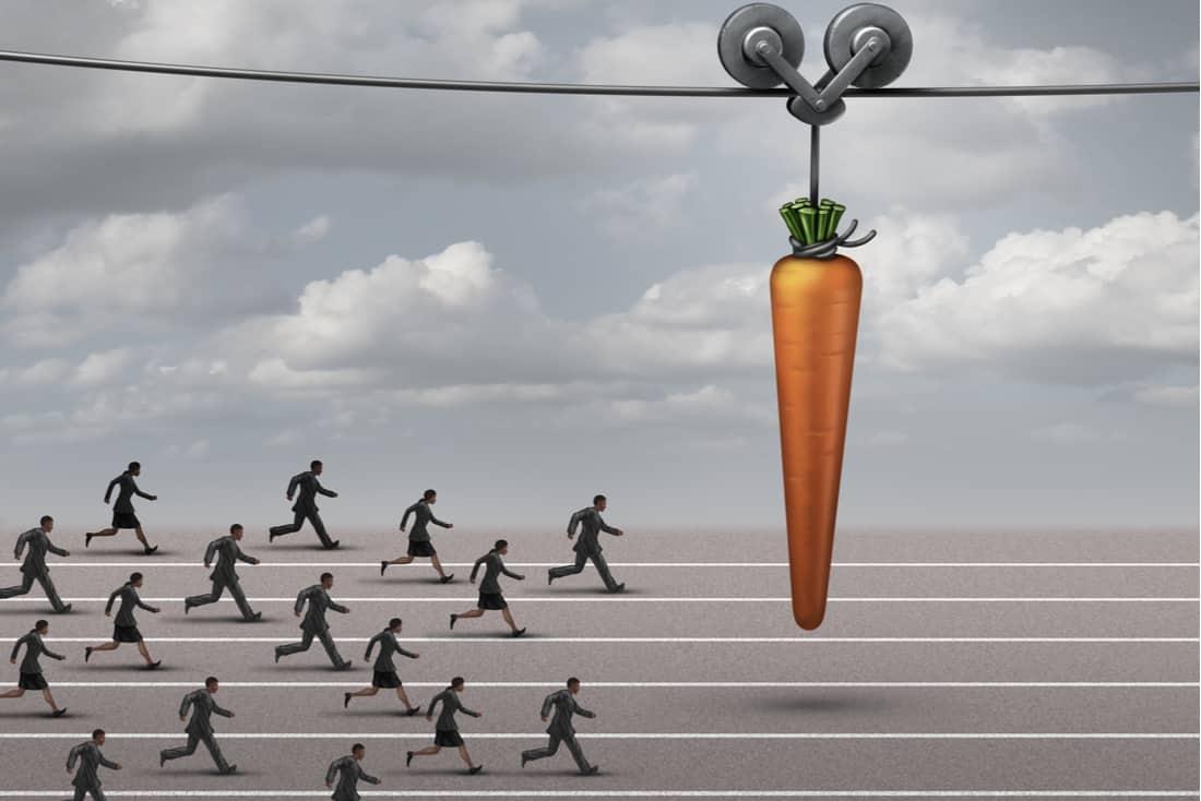 Menschen laufen einer Karotte nach. Mitarbeitermotivation im Vertrieb